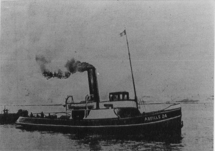 Le remorqueur à vapeur Abeille 24, basé à Brest,  est de taille modeste par rapport au fameux remorqueur Iroise