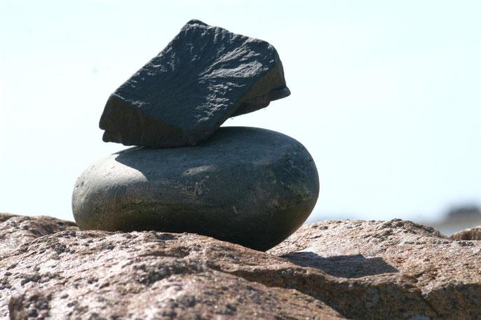 Balancing stone, Minimal Landart copyright Nathalie Arun