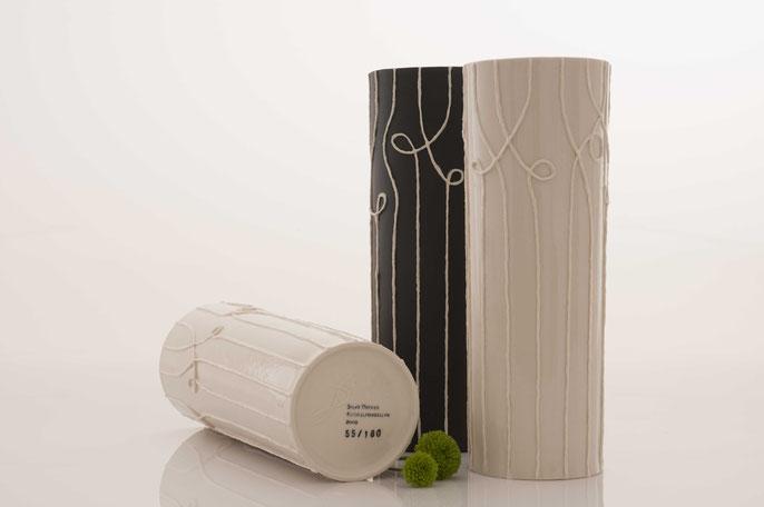 Nadelstreifenvase aus Kordelporzellan von Silke Decker