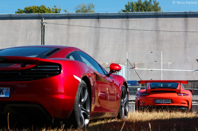 McLaren MP4-12C & Porsche 991 GT3 RS. Sont-elles venus observer leurs grands-parents ?