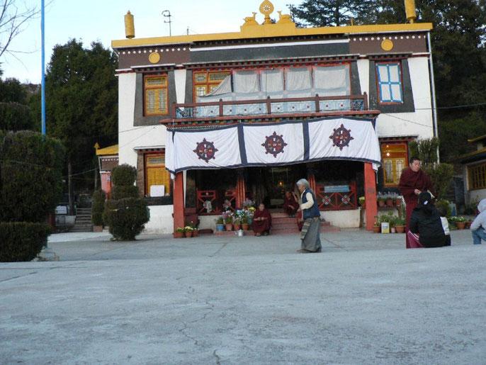 Monastere boudhiste dans un village de réfugiés tibétains à coté de Mussoorie