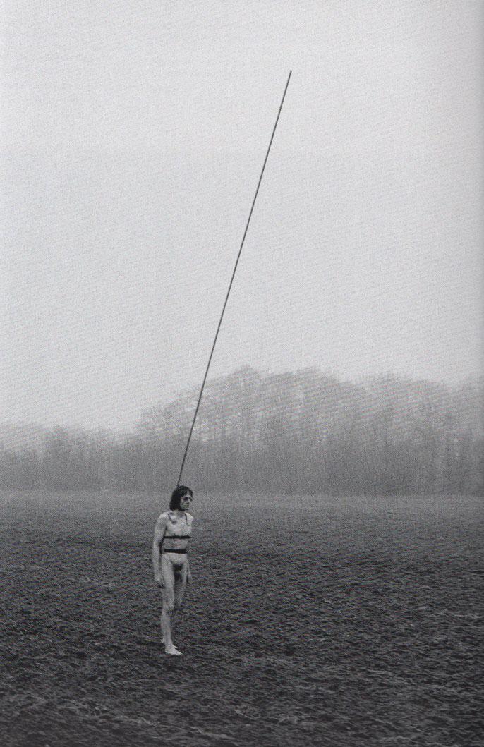 Timm Ulrichs, den Blitz auf sich lenkend ( Menschlicher Blitzableiter )  1977