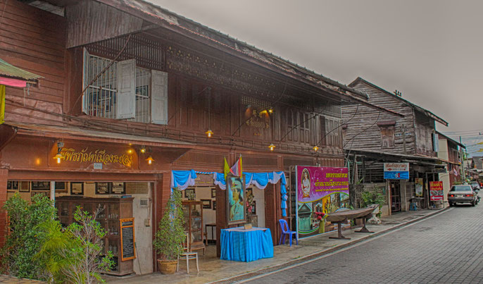 Die Holzbauten der Yomjinda Walking Street
