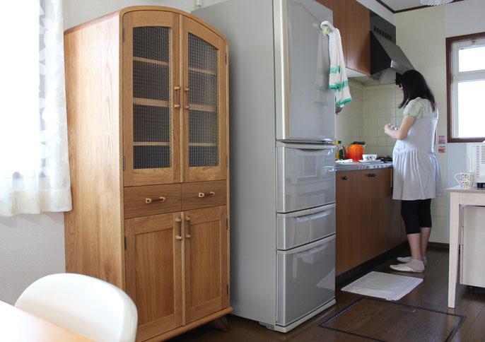 レトロで可愛いアール天板のカップボード(横浜市・F様邸)納品