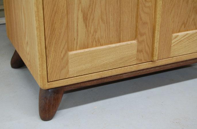 丸い頭のカップボード(名古屋市・A様邸)の脚