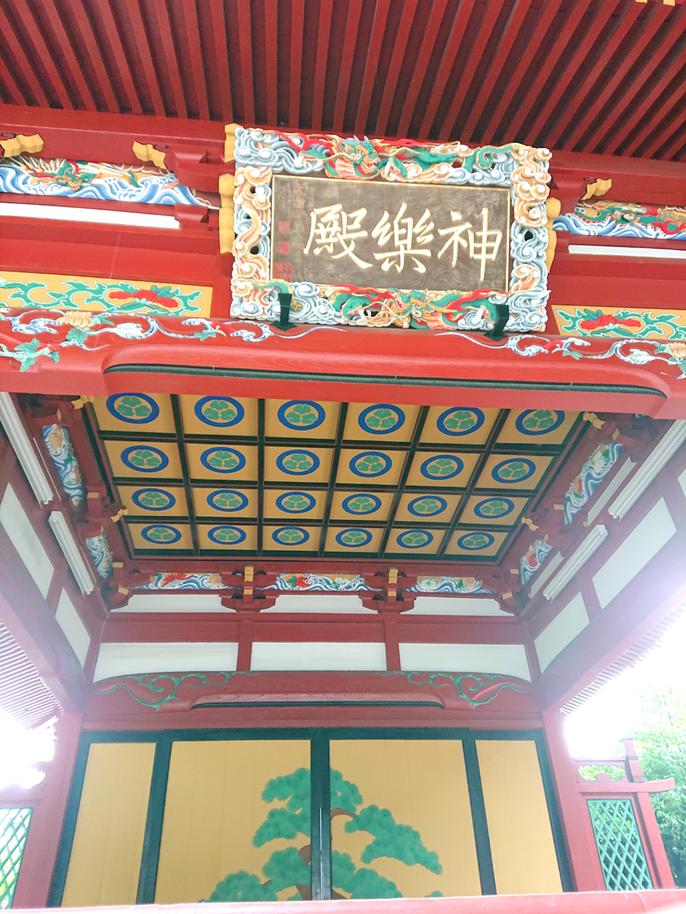 文政14年(1821)に建立され、神楽殿