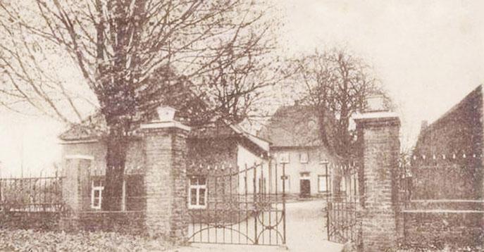 Quelle: Ev. Kirchenarchiv Baerl,  Alte Ansichtskarte mit Schriftzug: Gruß aus Baerl. Pastorat Reform.-Linde, ca 400 J. alt.