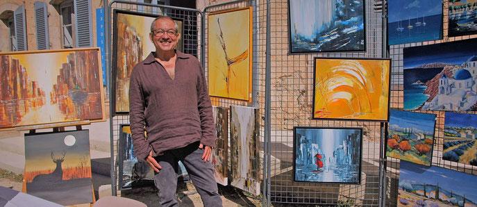 Michel Duport et ses oeuvres. La fête accueillait 8 artistes peintres