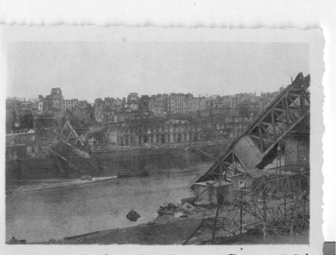 La ville n'est plus que cendres et ruines. Que reste-t-il du Grand pont ...
