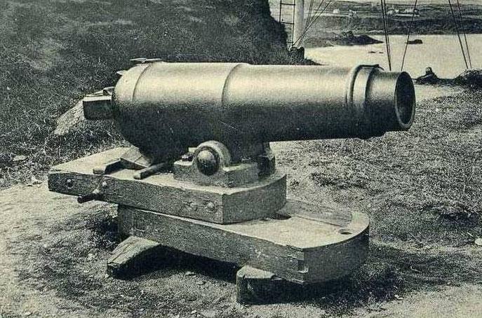 Ancienne caronade datant d'avant 1840 équipant comme canon d'alarme les sémaphores, ici celui de Saint-Quay