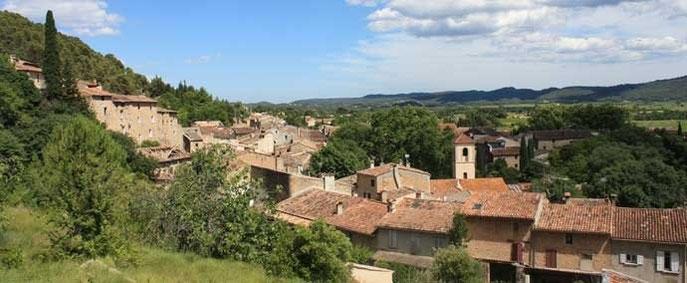 Montfort sur Argens, vue panoramique du village - Le Gîte des Templiers