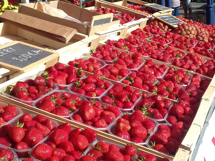 Cléry strawberries on Gourdon market in May - G Murray