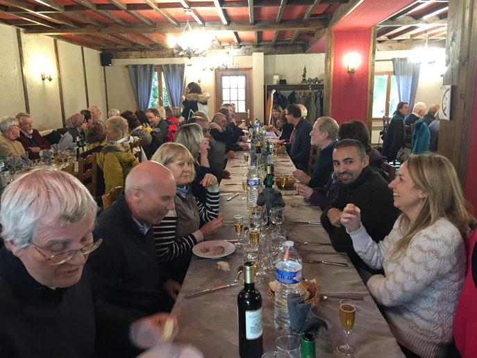 Et nous voici encore à table pour y déguster des spécialités de la Somme. Tout le monde s'est régalé.