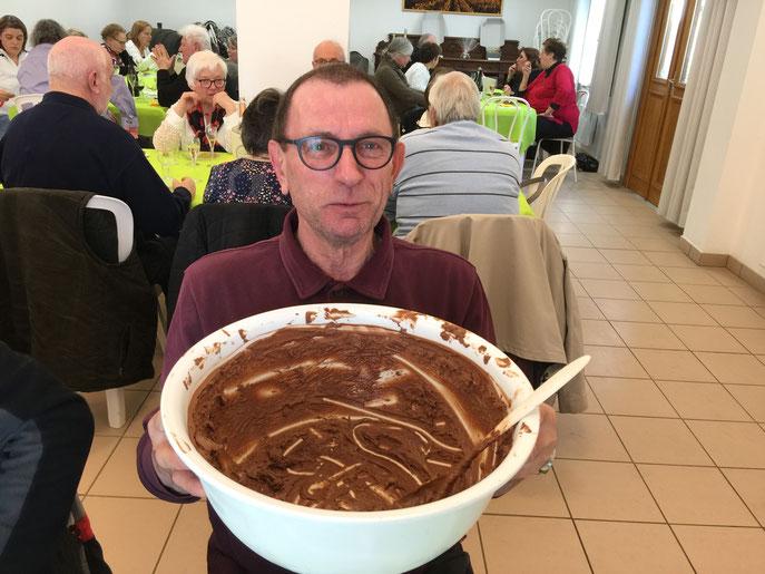 Il n'y a malheureusement plus de mousse au chocolat... Alain a terminé le plat !