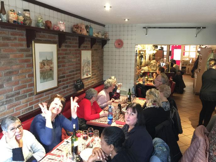 Nous nous sommes également rendus au marché de Noël d'Amiens, le 08 décembre. Excellente ambiance au restaurant, après une jolie visite guidée du vieil Amiens.