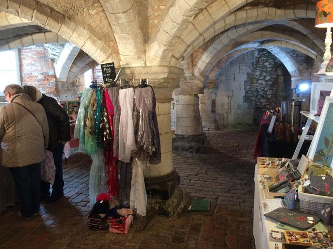Possibilité de shopping dans les caves du château de Burton Agnes. Original.