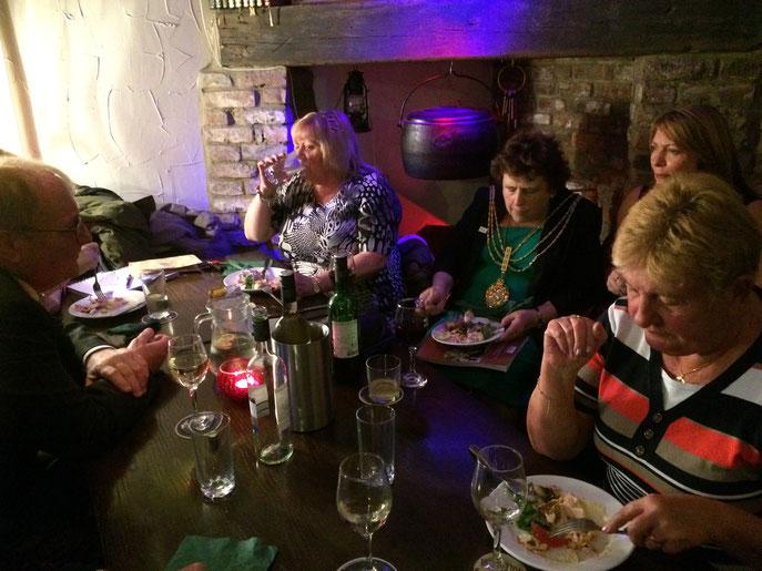 Succulent repas d'au revoir dans un restaurant typique de la ville de Beverley. Il y avait du monde !