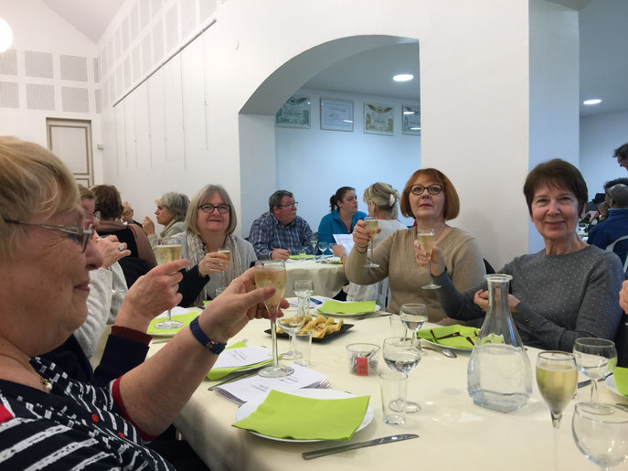 La dégustation de différents champagnes était au programme, accompagnée d'un excellent repas !