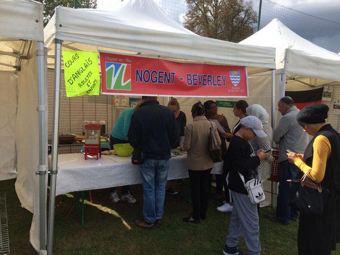 Le stand a attiré énormément de monde grâce aux cours d'Anglais. Nos visiteurs ont été content de manger des crêpes cuisinées par Annie. Le beau temps a également été au rendez-vous.