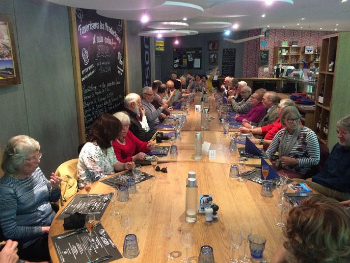 Repas en soirée chez SESON, à Nogent. Belle tablée !... Le repas fut convivial.