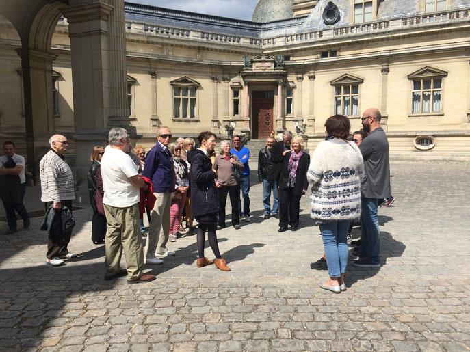 Le samedi, nous sommes allés visiter le château de Chantilly. En plus, le beau temps était au rendez-vous. Quelle chance !
