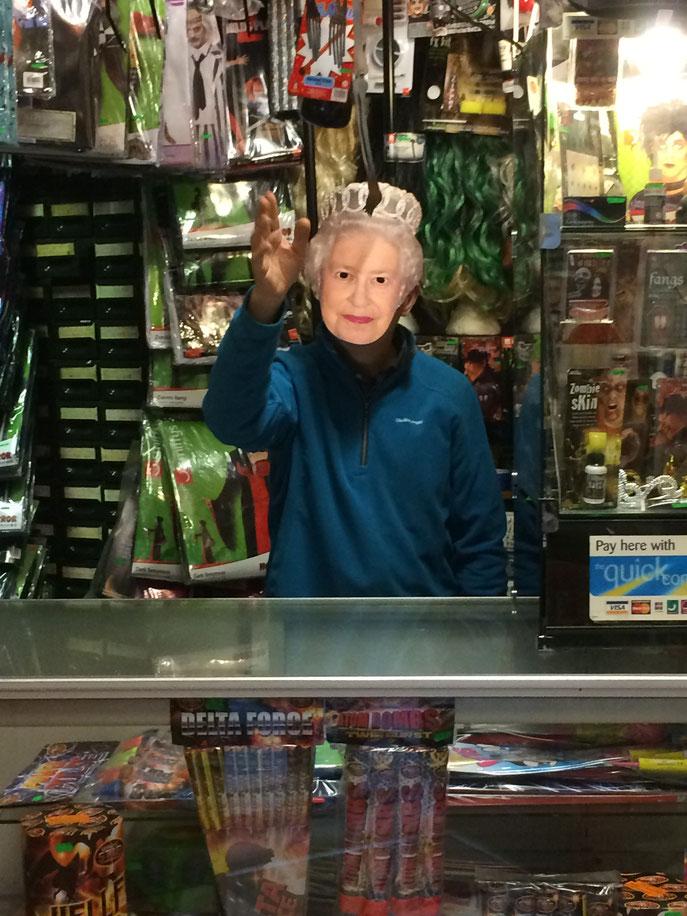 Elisabeth II était en promenade aussi. On a eu la chance de la rencontrer. Trop bien.