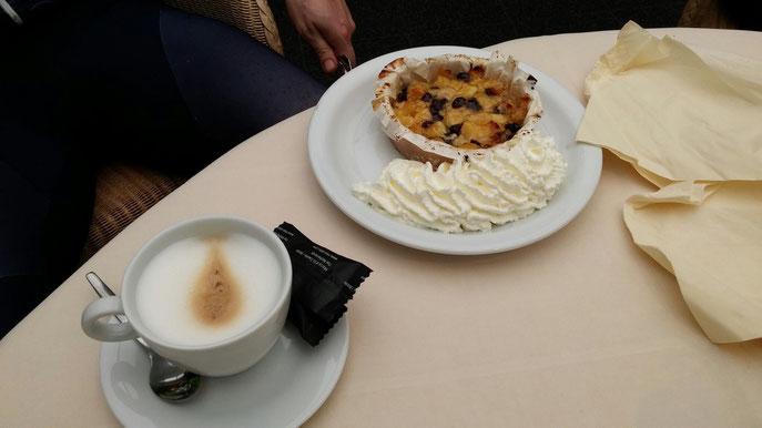 Gelukkig was er nog een bijdrage uit de clubkas mogelijk, waardoor er zelfs appelgebak met slagroom kon worden besteld.