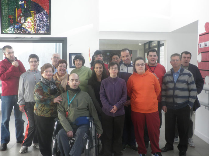 foto de grupo de la vista de los jubilados a nuestro centro