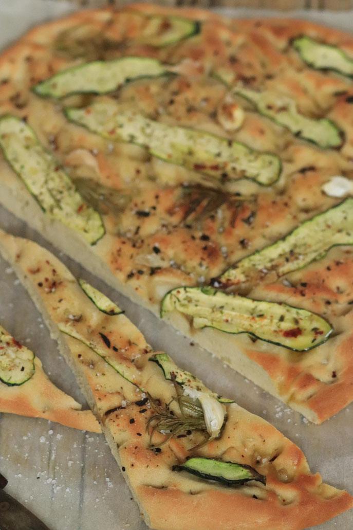 Zucchinifocaccia aufgeschnitten