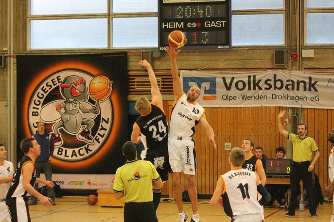 Eine Basketball-Spielszene.