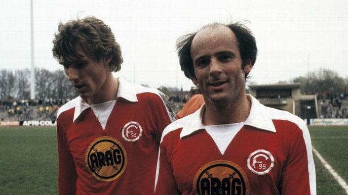 Zwei frühere Spieler im Trikot von Fortuna Düsseldorf