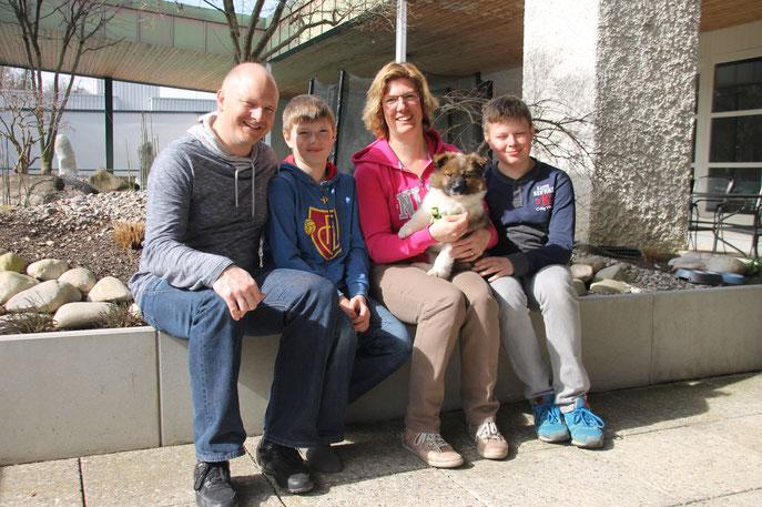 Cherina wird dort eine Familie glücklich machen! Euch 5 gaaaanz viel Freude im gemeinsamen Leben!