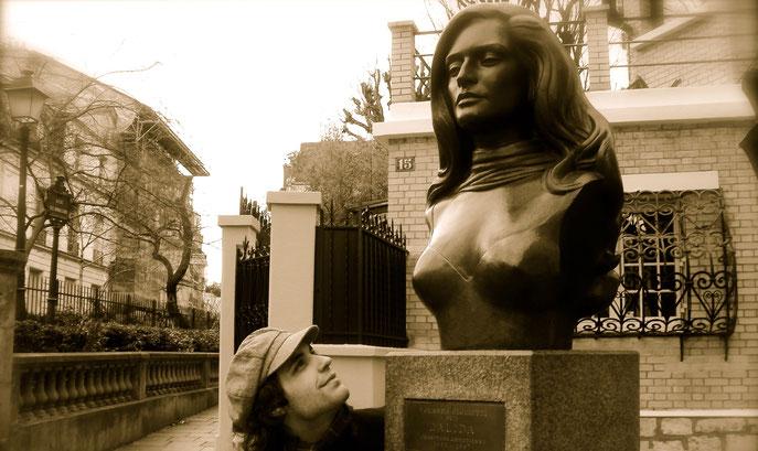 Sur la Place Dalida à Montmartre, Paris   Photo : Alexandre Bergeron