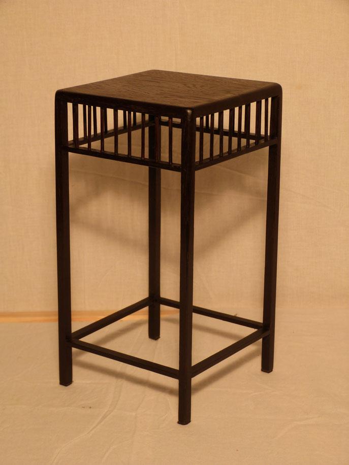 35 - Dimensions : 15 cm au carré, hauteur 25cm