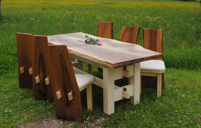 Designer Tisch Wildnuss mit Ahorn