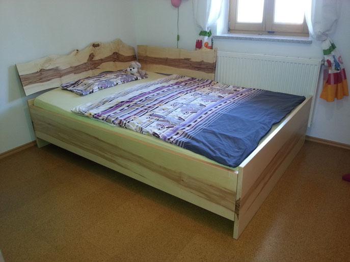 Designer Jugendbett in Kern Ahorn         Modell Leonie