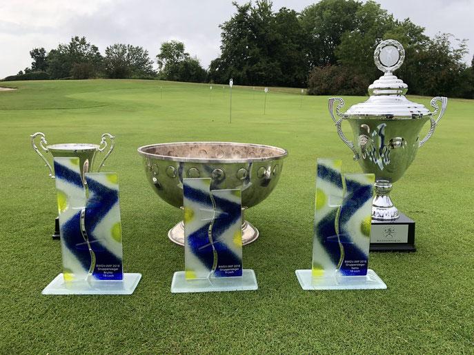 Der Nachwuchs hat fleißig Pokale gesammelt - © Golf Club Hetzenhof