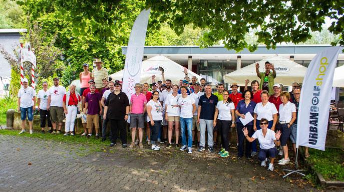 Die zahlreichen Teilnehmer in Rottenburg - © Golfclub Domäne Niederreutin GmbH