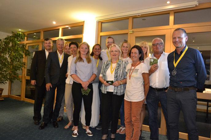 Großes Gruppenbild mit den Offiziellen und Siegern - © GC Reutlingen-Sonnenbühl e.V.
