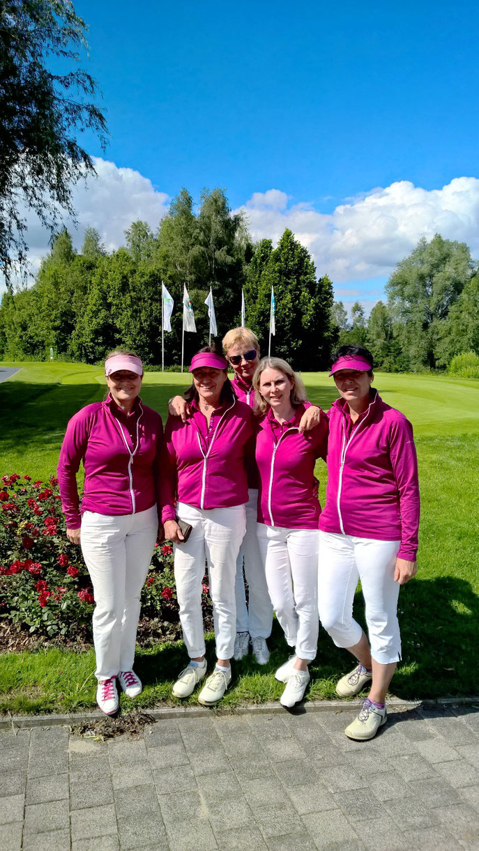 (von links): Andrea Zundel, Gertrud Frech, Rena, Rusko, Caroline Foster und Elisabeth Keller - © Golfclub Reutlingen-Sonnenbühl e.V.