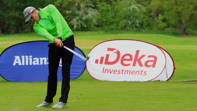 Brandon Dietzel (GC Essen-Heidhausen) schlägt bei der Internationalen Amateurmeisterschaft von Deutschland ab - © DGV/Stebl