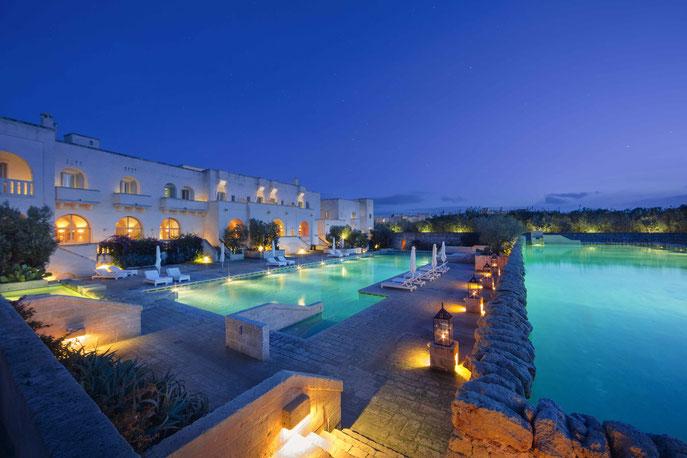 Abendstimmung am Pool - © Borgo Egnazia