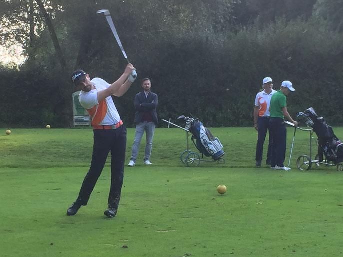Vorjahressieger Gregor Hagedorn am Abschlag der Bahn 17 - © Golf-Club Hohenstaufen-Göppingen e. V.