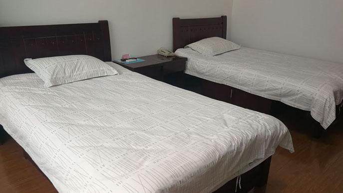 大連外国語大学 学生寮二人部ベッド