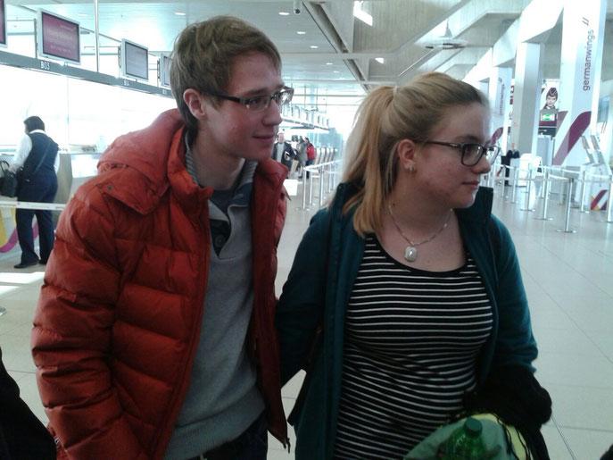 Traurige / Wehmütige Gesichter am Flughafen. :-(