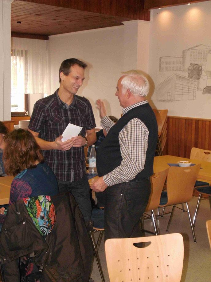 Der Neue, Ralph Mackowski, hier mit unsem Abteilungsleiter Hubert Stüber