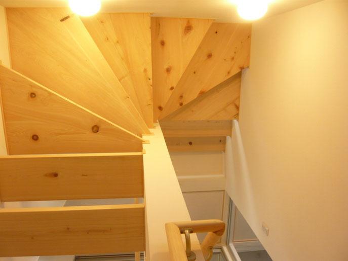 階段を見上げても階段
