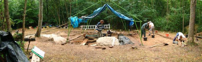 Fouille du coffre mégalithique du Caillou Rond - Bois de Fourgon - Avrillé (85)