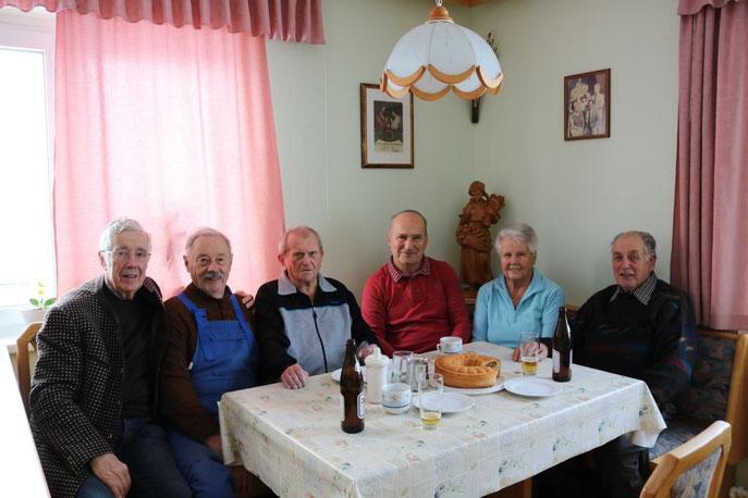 Leo Wiesinger, Alois Reischauer, Hans Huemer und Günter Landskron gratulierten Fritz zu seinem Geburtstag.