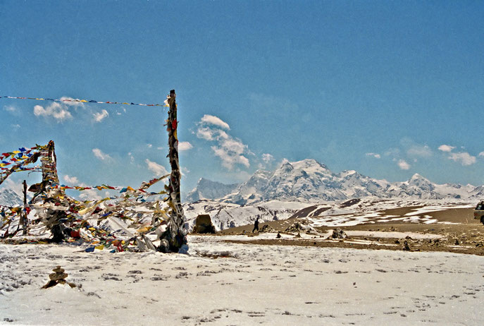 Tibet , pas: Lalunga (5050 m.)  met zicht op Shishapagma (8012 m.)